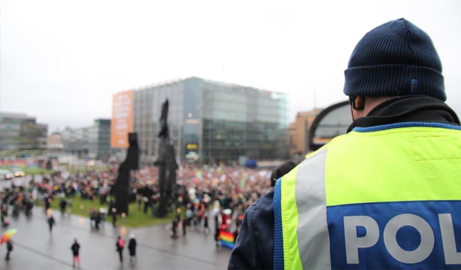 Pride-kulkue Helsingin Mannerheimintiellä