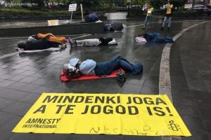 Amnestyn mielenosoitus asunnottumuutta vastaan Unkarissa